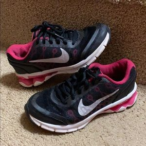 Girls Nike Reax shoes